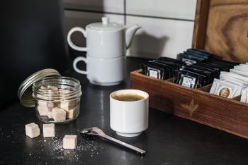 Café, thé, eau osmozée et fruits offerts