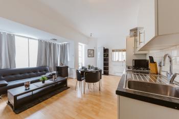 Marina Apartment Canary Wharf - Living room