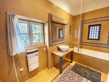 Salle de bain chambre de la Cour