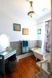 Bella Suite Bathroom With Original 1913 Clawfoot Tub