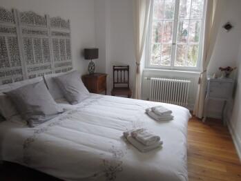 Gîte***** Sud Alsace chambre 2 : lit double ou 2 lits séparés. Vue sur forêt