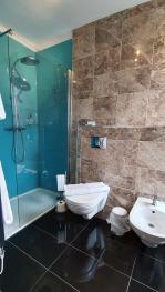 The Bronze Pig - King Ensuite Room 1 - Bathroom