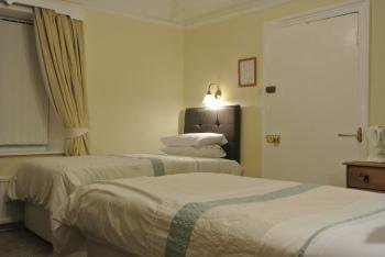 Twin room-Standard-Ensuite-2