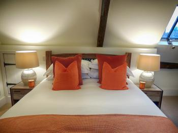 Orange Room Kingsize