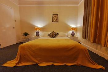 Morgan Nights Suites - kingsize bed