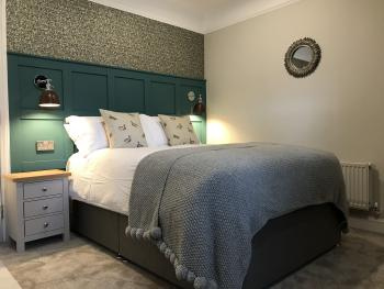 Double room-Ensuite with Shower-River view