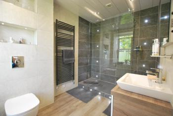 Estuary en suite bathroom