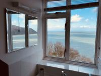 Penthouse Self-catering Apartment King Ensuite with Sea View