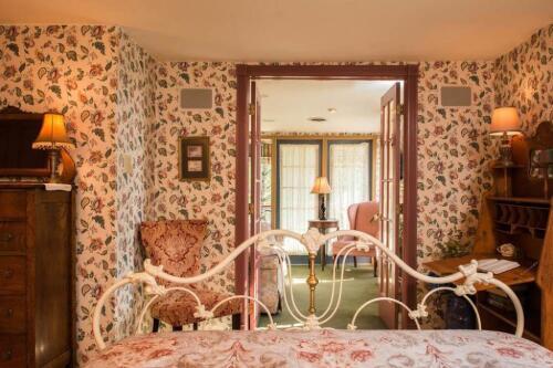 Triple room-Ensuite-Standard-The Senators Suite