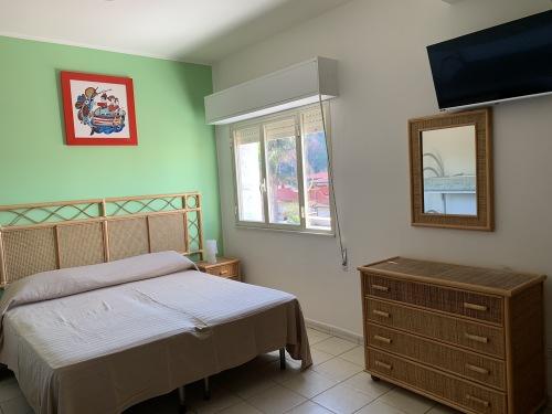 Stanza 8-Quadrupla-Standard-Bagno in camera con doccia-Vista montagna - Tariffa OTA