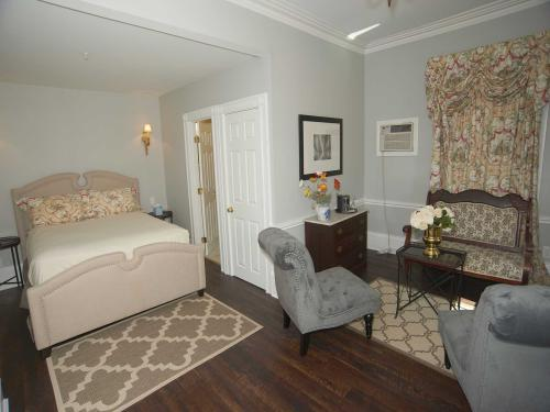 The Manor 110 Junior Suit-Double room-Ensuite-Standard - Base Rate