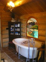 Pioneer bath (shared if Trapper's booked jointly)