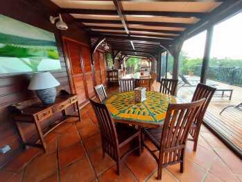 Terrasse couverte salle à manger