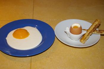 A la table d'hôtes : un dessert pas comme les autres, de faux oeufs (lait de coco et mangue)