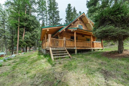 Wayne Manor- Premium-Log Cabin-Private Bathroom- Lakeview