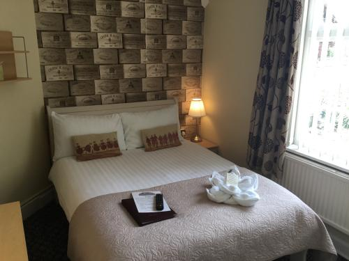 Double room-Classic-Ensuite with Shower-Room 5 - Single  Only - Base Rate