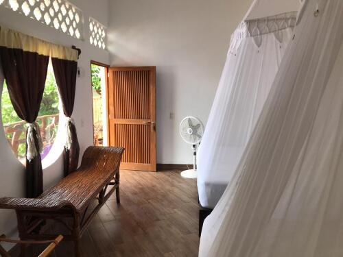 Suite-Cuádruple-Baño con ducha-Vista a la Piscina - Tarifa Base