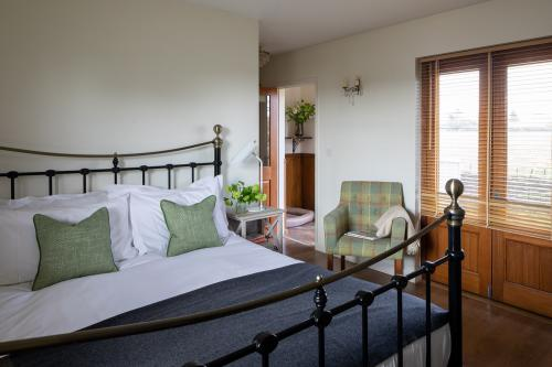Edford Lodge - King bedded room
