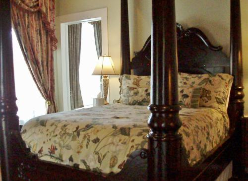 Double room-Queen-Ensuite with Bath-Street View-2nd Floor/Balcony