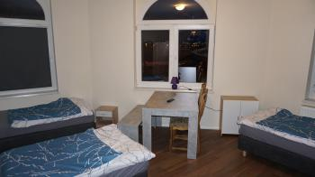 Vierbettzimmer mit Gemeinschaftsbad und Gemeinschaftsküche