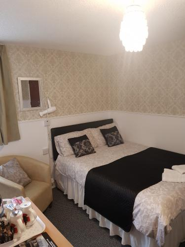 Family-Triple room-Ensuite with Shower-Family Room A - Base Rate
