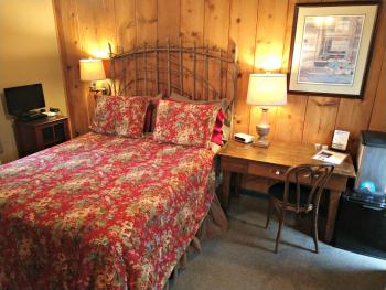 Woodview Room #1 Bedroom