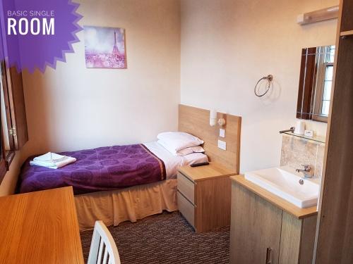Single room-Standard-Shared Bathroom - BASIC SINGLE.....BREAKFAST INCLUDED
