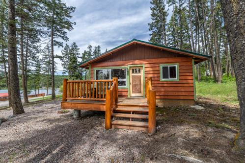 Dollhouse-Cabin-Premium-Private Bathroom-Lake View