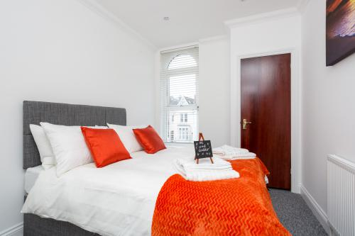 Executive-Apartment-Private Bathroom-Street View-Flat 3 - Nil