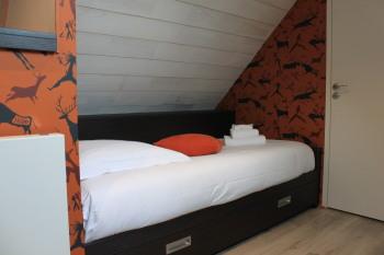 Mezzanine - 2ème étage - 3 lits 1 personne avec TV