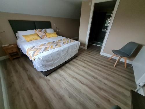 Double or Twin with en suite (First Floor)
