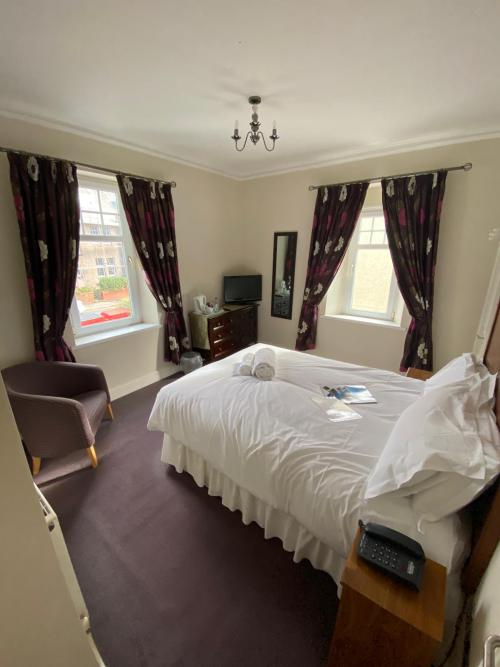 Double room-Standard-Ensuite with Shower-Street View-Standard Double Room