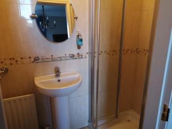Twin ensuite bathroom