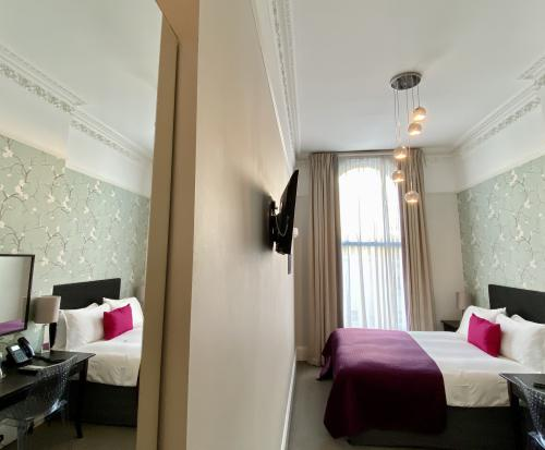Club-Double room-Ensuite with Shower-Club room - Base Rate