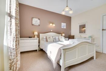 Ferndene Guest house - Room 5 - Superior king size bedroom