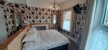 Large Super King Ensuite with Comfy Chairs & Fridge