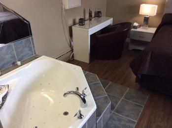 Chambre avec bain thérapeutique