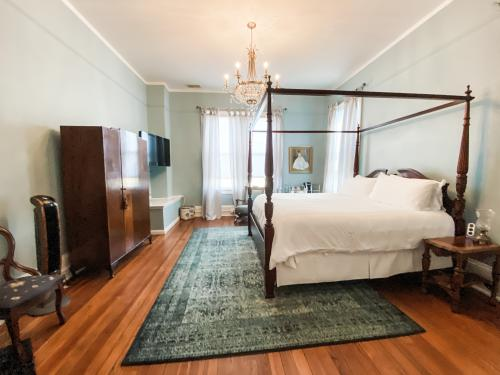 Savannah-King-Standard-Ensuite with Bath - Base Rate