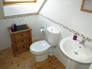 Drovers Lodge - Urquhart Bathroom
