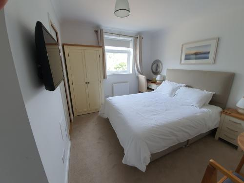Double room-King-Ensuite with Shower-Garden View - Room 2 - Self Catering Ensuite Double Bed Only