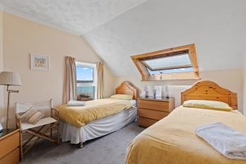 Room 6 twin en-suite with sea view