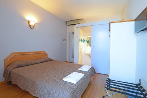 Double-Standard-Salle de bain Privée-Vue sur Piscine-Rez-de-chaussée