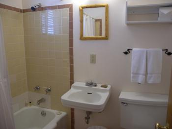 Room 9-King-Private Bathroom-Standard - Base Rate