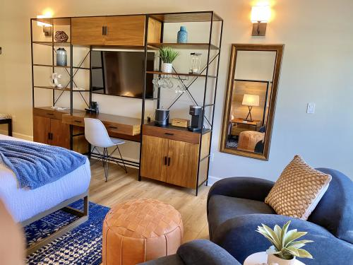 SEABREEZE-Ocean View-Premium-King-Private Bathroom
