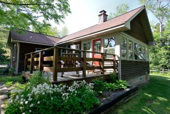 Hidden Cove-Cottage-Private Bathroom-Lake View