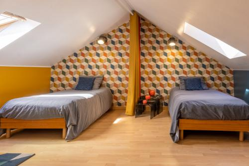 Chambre lits jumeaux, salle de douche privative (1D)