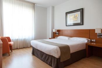 Hotel Miera habitación doble estándar cama de matrimonio