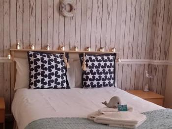 Double room-Budget-Ensuite-Room 3