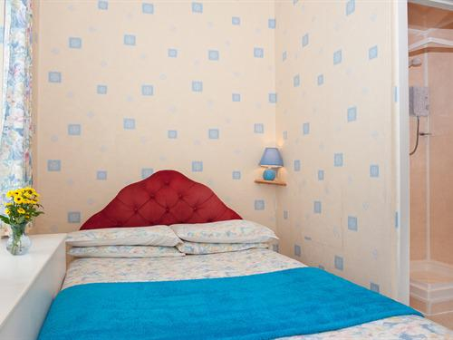 Double room-Economy-Ensuite-Small  breakfast included - Base Rate