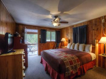 #27 One King Bed Duplex-Cabin-Private Bathroom